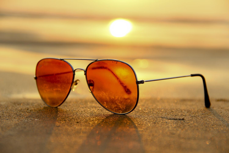7e76512b40 Por eso, aunque no tengamos requerimientos visuales especiales, debemos  adquirir los anteojos de sol en ópticas, que cuentan con los filtros UV  necesarios ...